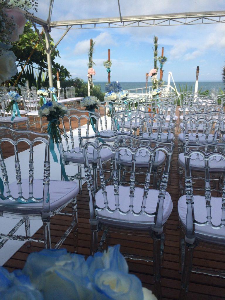 Cerimônia na praia com acrílicas Dior